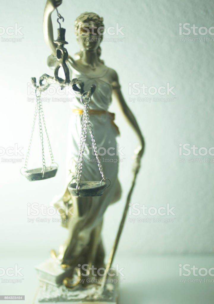 Blind Justice Sculpture d/écorative Blanc