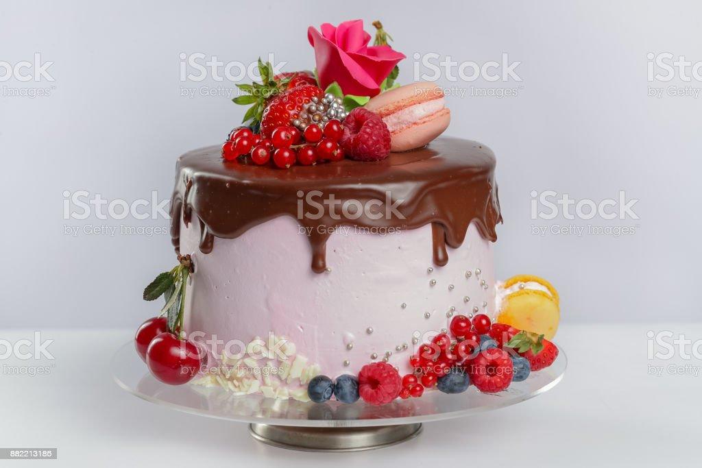 Couche de gâteau avec glaçage au chocolat - Photo