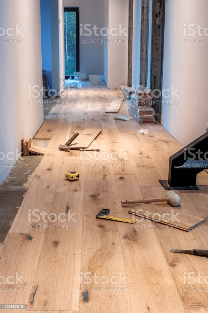 Laying a wooden floor in a new home – zdjęcie