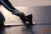 防水被覆材や屋根に断熱材の敷設