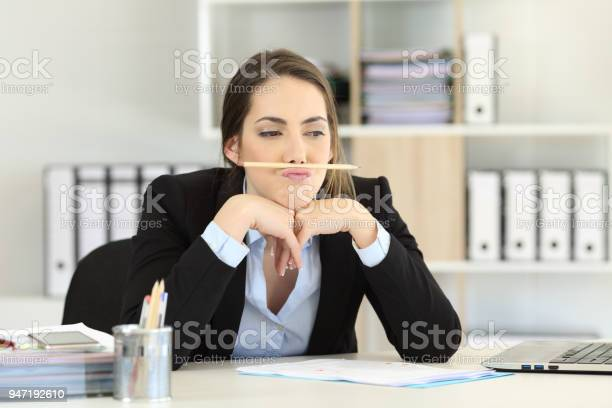 Lazy employee wasting time at office picture id947192610?b=1&k=6&m=947192610&s=612x612&h=oe oey j3eslrzz0ri ihp0fqu4ffarpmlgfcji xeo=
