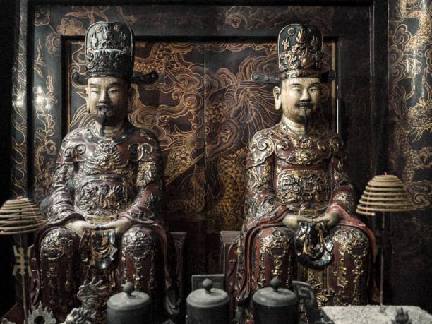 le dai hanh tempel hoa lu tempel vietnam - holu stock-fotos und bilder