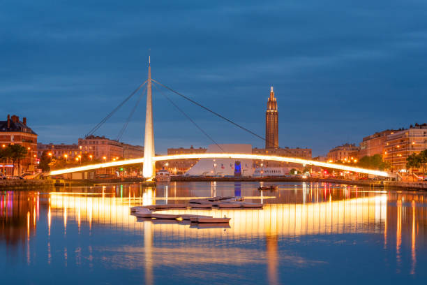 Le Havre nightly cityscape Footbridge across Commerce Basin in the heart of Le Havre city, France le havre stock pictures, royalty-free photos & images