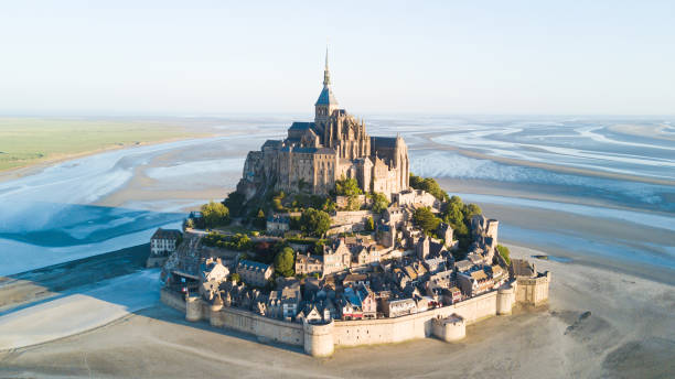 Le Mont Saint-Michel tidal island in beautiful twilight at dusk, Normandy, France Le Mont Saint-Michel tidal island in beautiful twilight at dusk, Normandy, France manche stock pictures, royalty-free photos & images