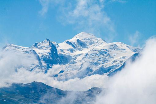 istock Le Mont-Blanc depuis le col de Joux Plane 1019995678