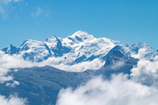 istock Le Mont-Blanc depuis le col de Joux Plane 1020001256