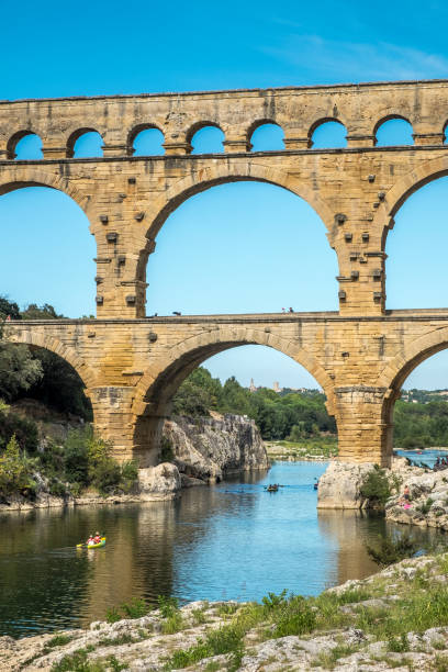 le pont du gard - pont du gard stockfoto's en -beelden