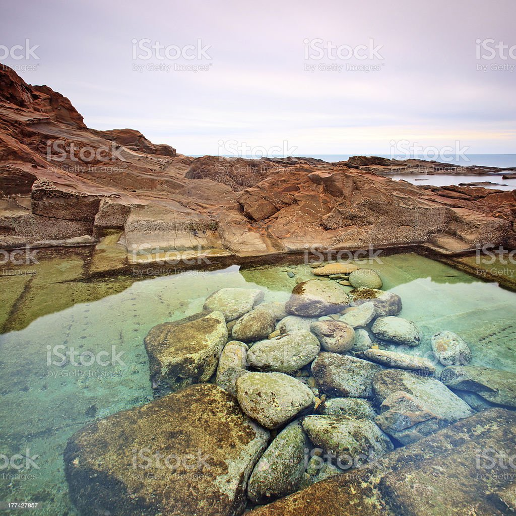 Paesaggi D Acqua Piscine le vaschette piscina di acqua e pietra paesaggio vicino a