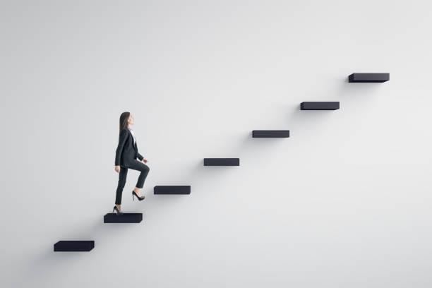 führungs- und karriereentwicklungskonzept - treppe stock-fotos und bilder