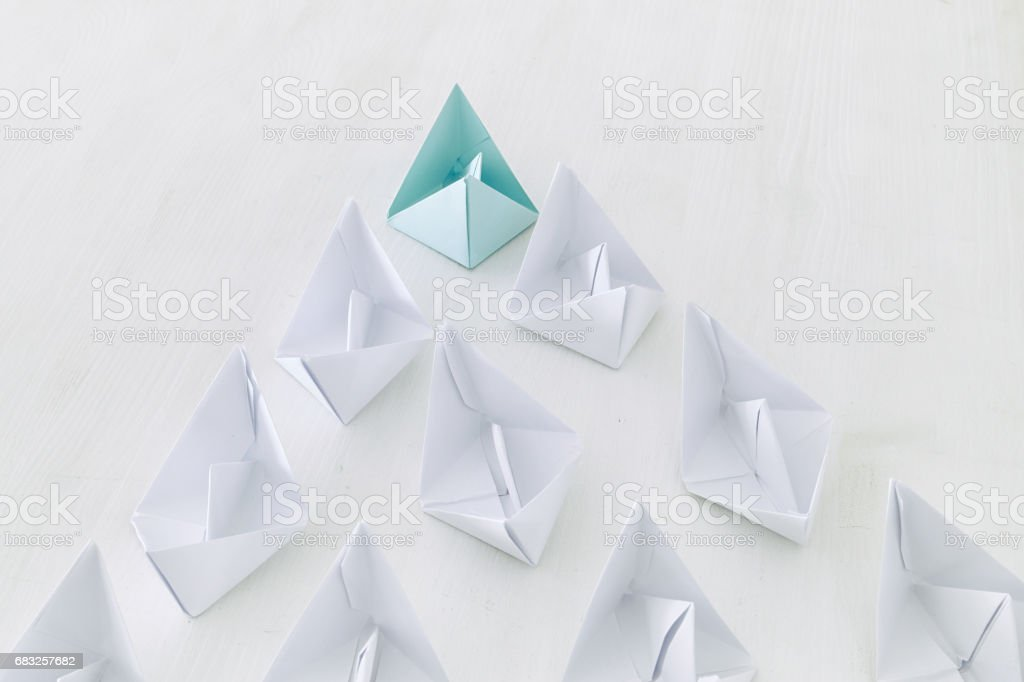 leadership concept, paper boat leading followers foto de stock royalty-free