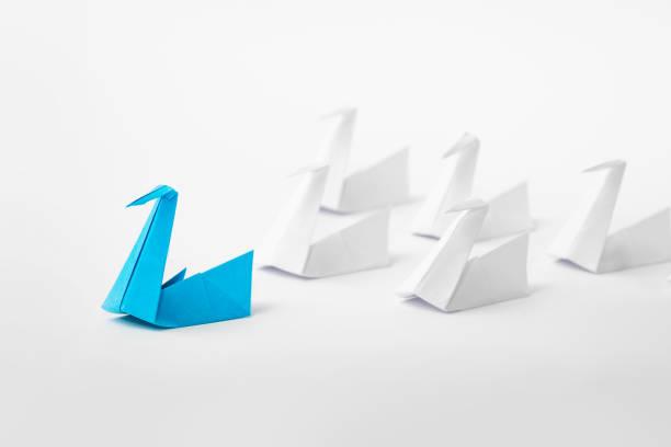 concept de leadership.   - origami photos et images de collection