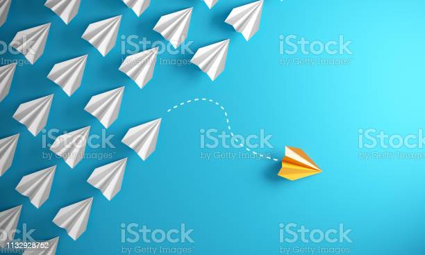 Leadership Concept With Paper Airplanes - Fotografias de stock e mais imagens de Avião