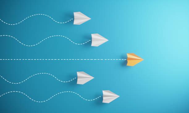 與紙飛機的領導理念 - 成功 個照片及圖片檔