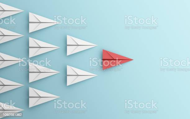 Leadership Or Different Concept With Red And White Paper Airplane On Blue Background Digital Craft In Education Or Travel Concept Mock Up Design 3d Abstract Illustration - Fotografias de stock e mais imagens de Arte