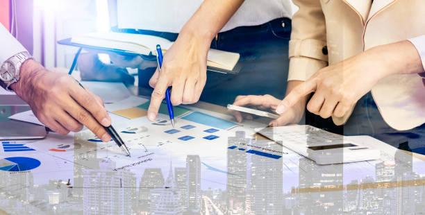 leadership vision verwalten geschäft zu erholen aufgrund der coronavirus wirtschaftskrise krise. risikomanagement consult think strategy to team plan for marketing sale budget due to transformation - strategie stock-fotos und bilder