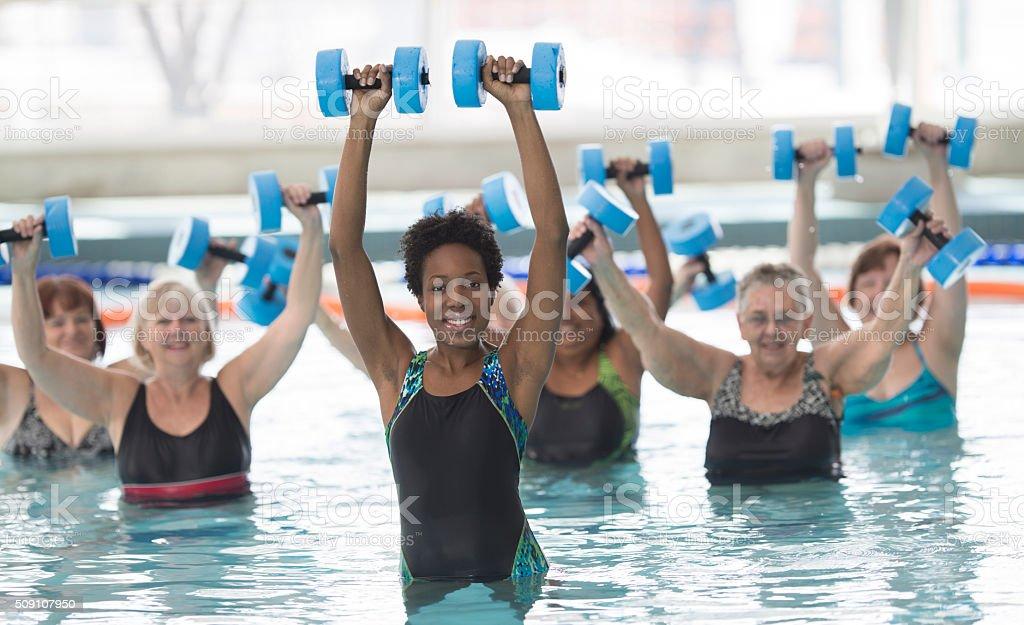 Führende Wasser-Aerobic-Kurs – Foto