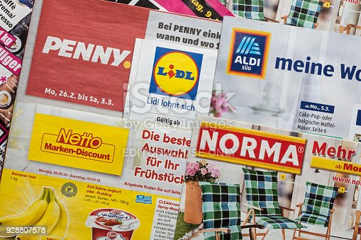 istock Leaflets and flyers of German discount market chains 928807578