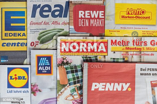 istock Leaflets and flyers of German supermarket chains 928806802