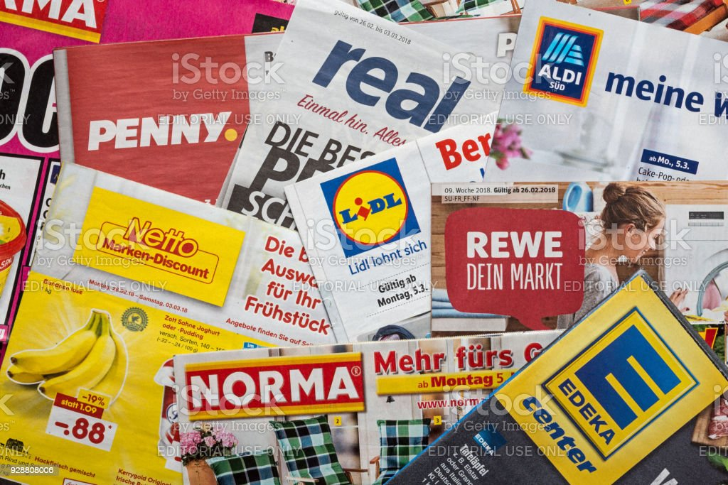 Folletos y volantes de cadenas de supermercados alemanes - foto de stock