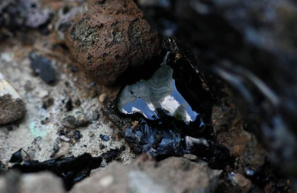 漏れた石油製品は熱で溶けて閉じる ストックフォト