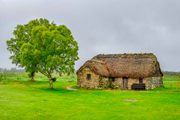Leanach Cottage, Culloden battlefield - Scotland Leanach Cottage in the Culloden battlefield, site of the final Jacobite battle occurred on 16 April 1746. The cottage probably have been used as a field hospital. culloden stock pictures, royalty-free photos & images