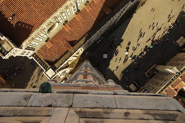 schiefer sich von florenz bell tower - giotto stock-fotos und bilder