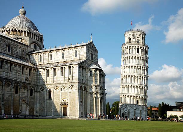 leaning tower of pisa - pisa stockfoto's en -beelden
