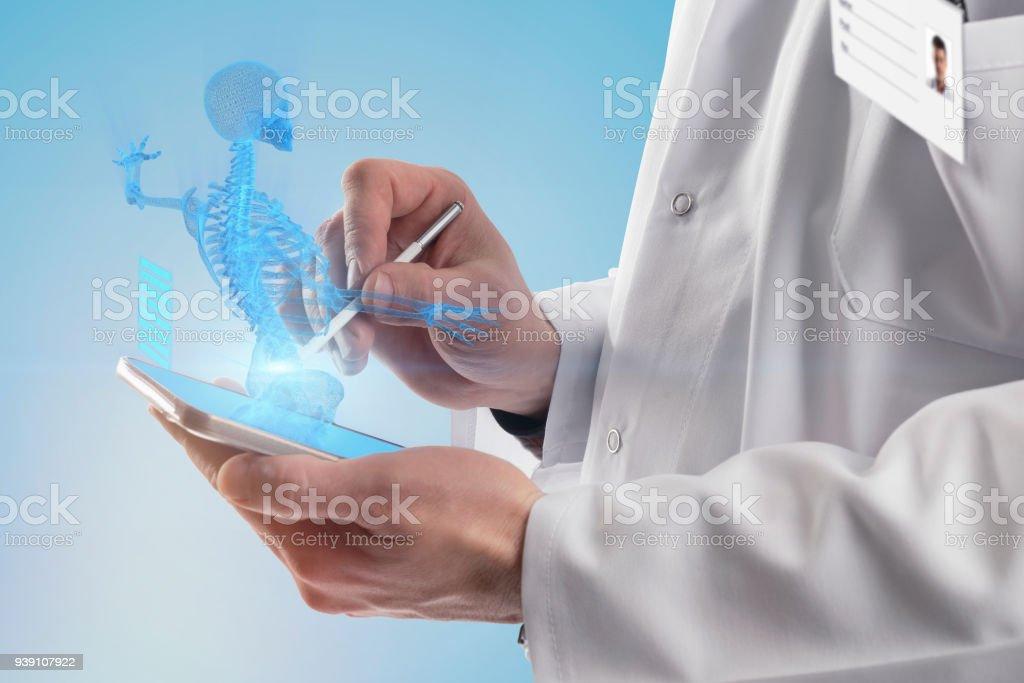 Aprender Anatomía En Teléfonos Inteligentes - Fotografía de stock y ...