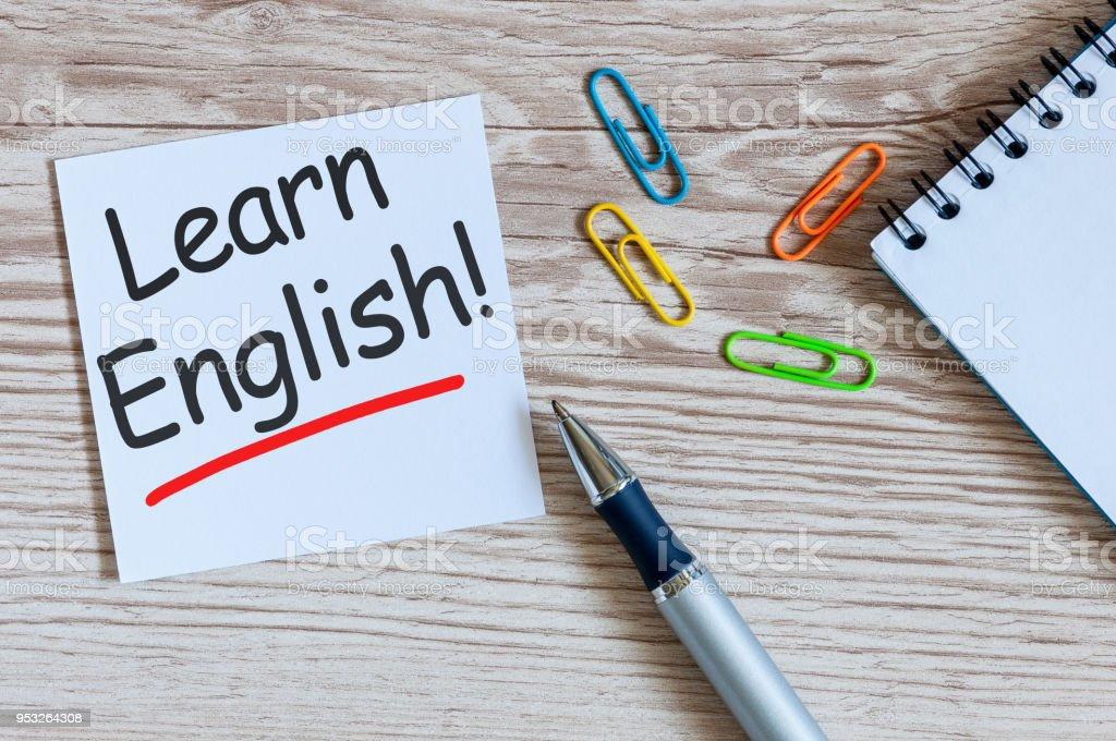 Apprendre anglais - note à fond en bois avec des lunettes d'enseignants - Photo