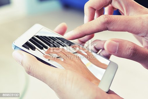 istock learn piano on mobile 859523132
