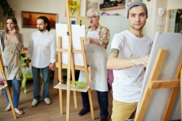 learner of art school - clase de arte fotografías e imágenes de stock
