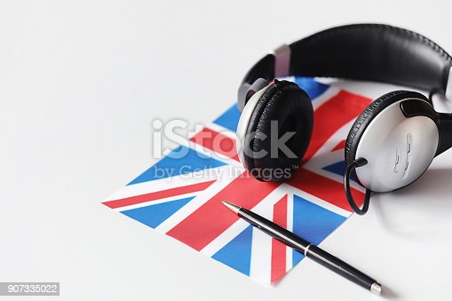 istock Learning foreign languages. Notepad for entries and a flag. Lang 907335022