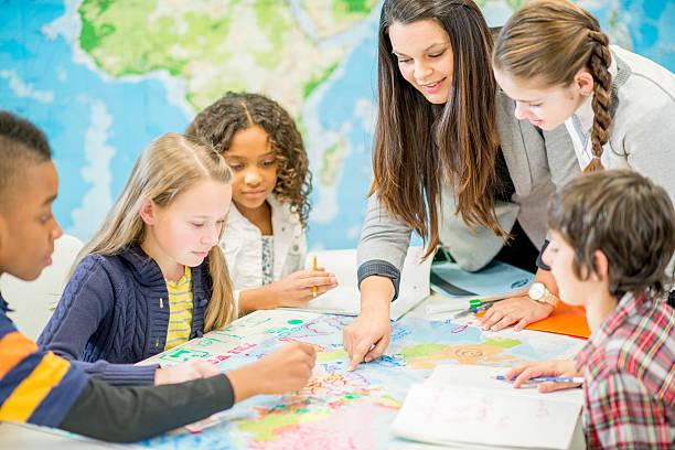 learning geography in class - tarih stok fotoğraflar ve resimler