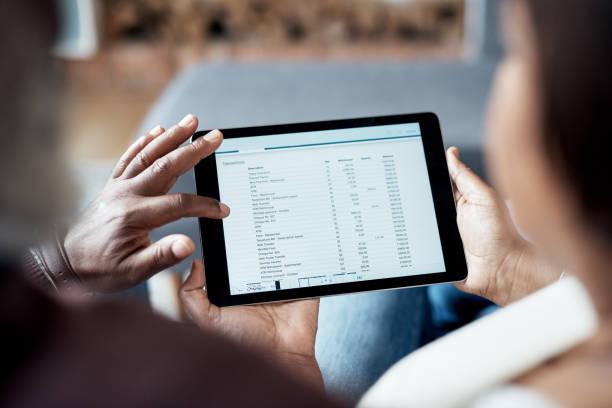 imparare a usare la tecnologia - estratto conto bancario foto e immagini stock