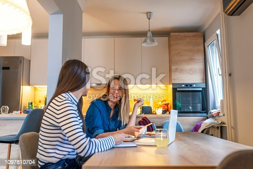 istock Learning is a family affair 1097810704