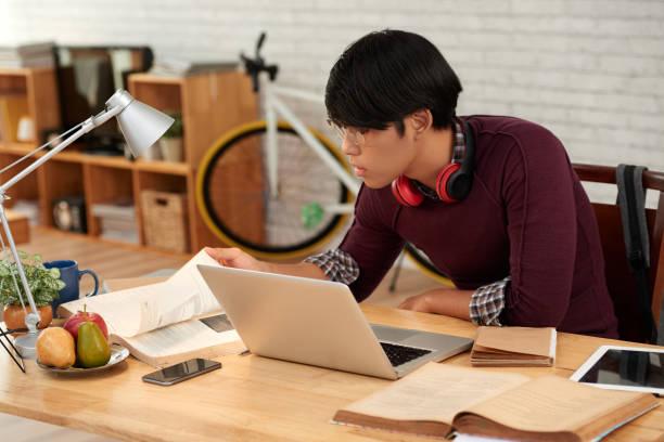programmiersprache lernen - online lexikon stock-fotos und bilder