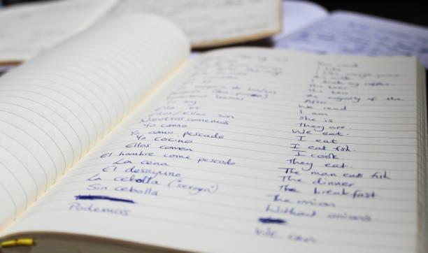 notas de língua espanhola em cadernos de aprendizagem - aula de idioma - fotografias e filmes do acervo