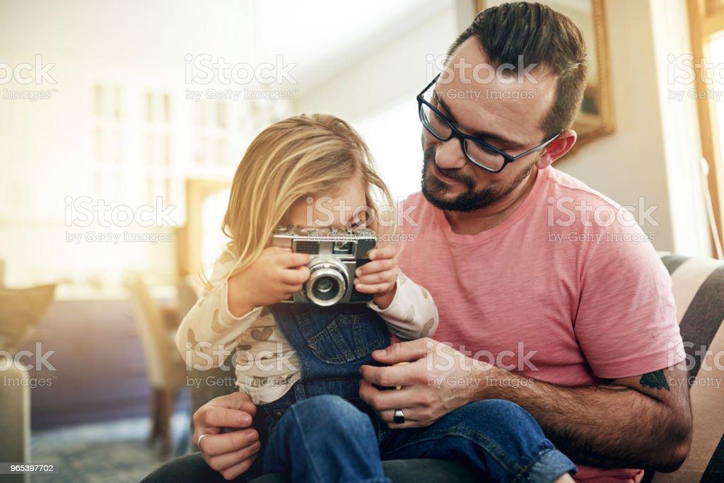 Apprendre à explorer le monde à travers la lentille de la caméra - Photo de Activités de week-end libre de droits