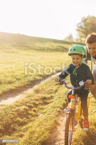 860036242 istock photo Learning to ride a bicycle 860035410