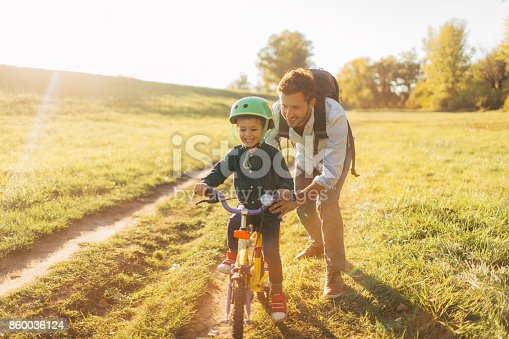 860036242 istock photo Learning to ride a bicycle 860036124