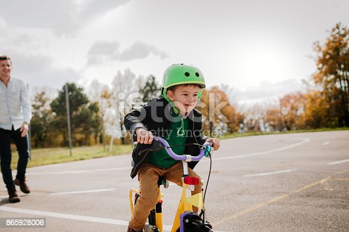 860036242 istock photo Learning to ride a bicycle 865928006