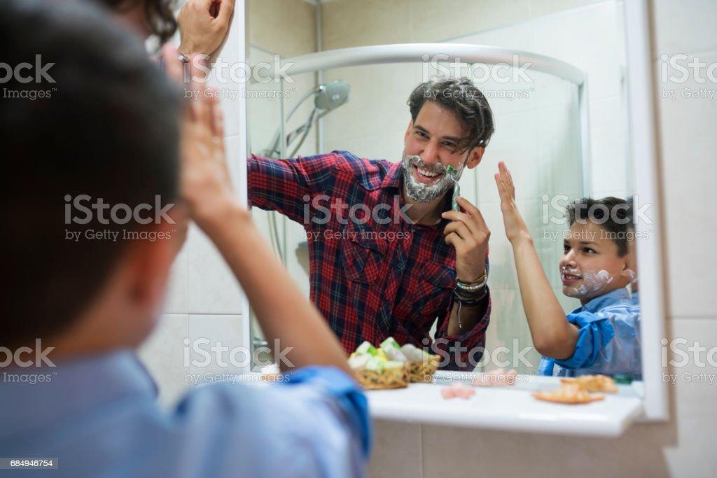 Lernen zu shave Lizenzfreies stock-foto