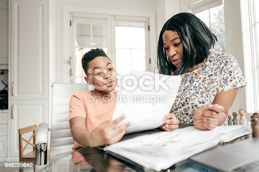 istock Learning with tutor 948239642