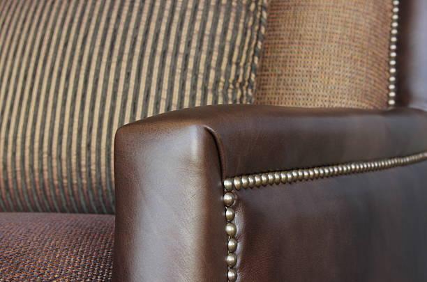 leder polster interieur mit sofa und stuhl - diy leder stock-fotos und bilder