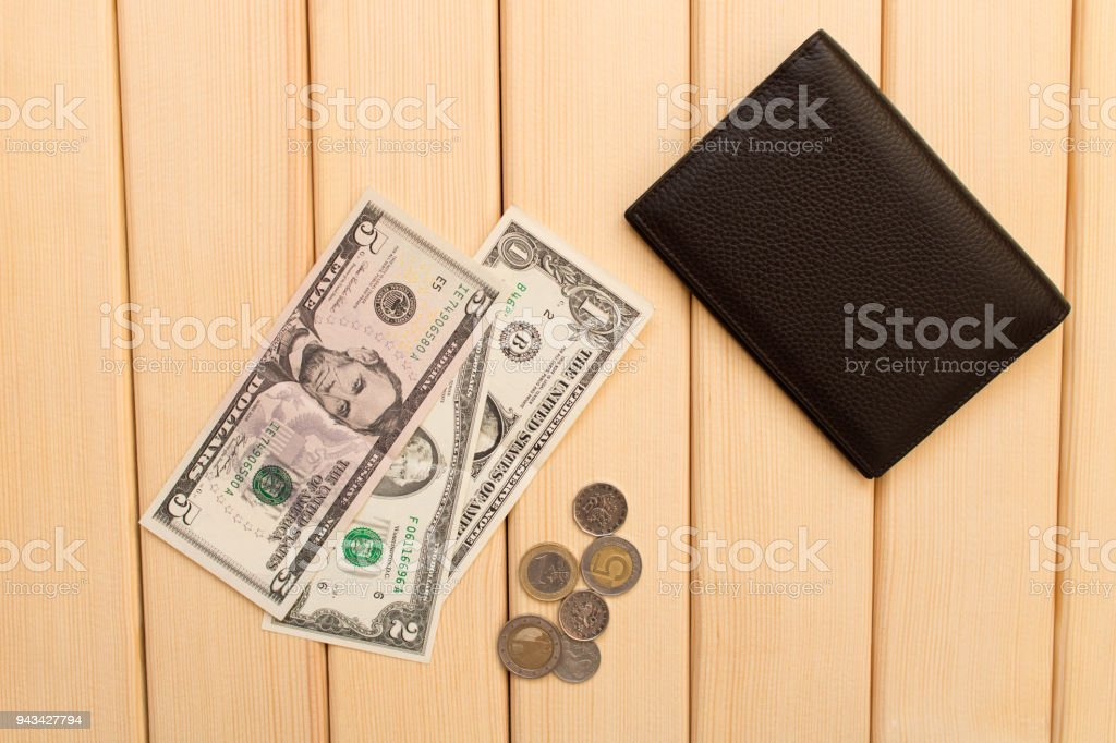 Amerikaanse Leren Bank.Lederen Portemonnee Dollars En Munten Op De Achtergrond Licht