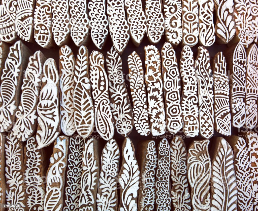 945545574 Hojas, flores, patrones en la superficie de madera de bloques de molde para  textil