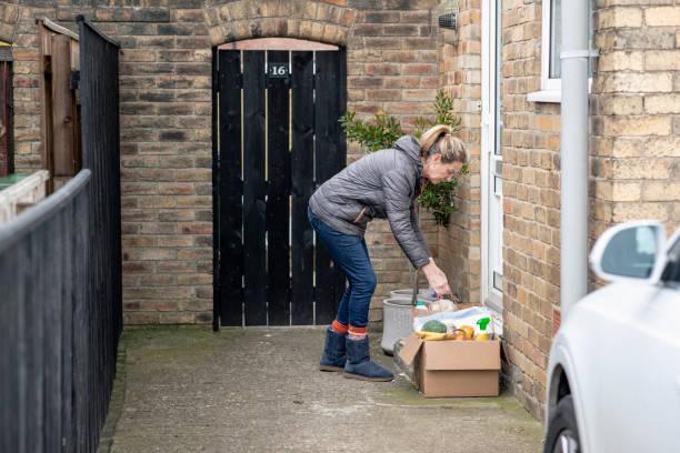 Verlassen von Waren vor der Haustür – Foto