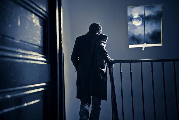 Quitter la maison de nuit - Photo