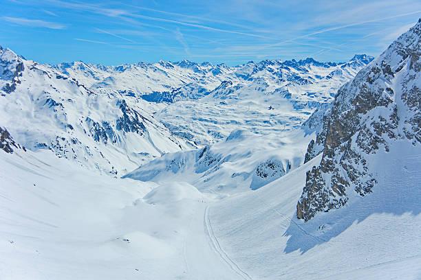 lech zurs ski resort, arlberg, tirol, österreich - arlberg hotel stock-fotos und bilder