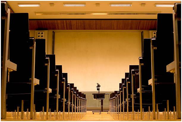 Sala de aula de universidade de uma universidade - foto de acervo